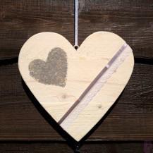 Steigerhouten hart in nieuw hout met witte beits( afmeting 25cm) met siergrind
